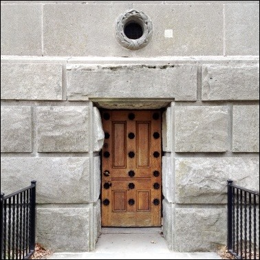 doorclosedbrock