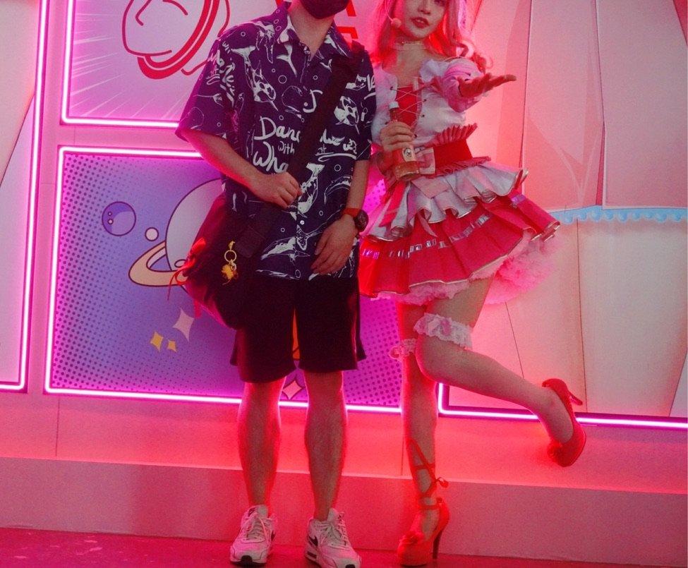 2020ChinaJoy全是小姐姐,程序员小伙当场流鼻血敖丙-chinajoy2020小姐姐