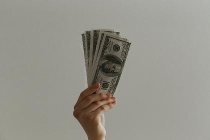 """一起走向有""""钱""""途的人生"""